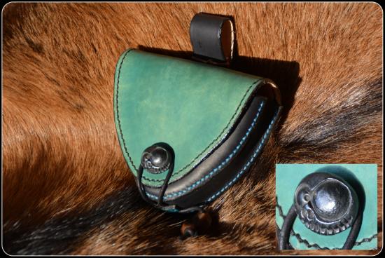 Escarcelle noire et turquoise modèle unique
