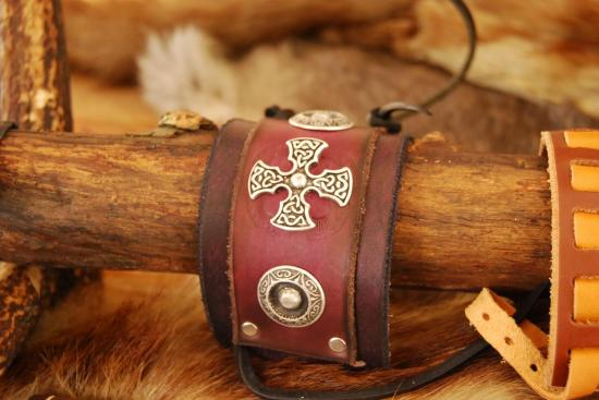Bracelet avec croix celte
