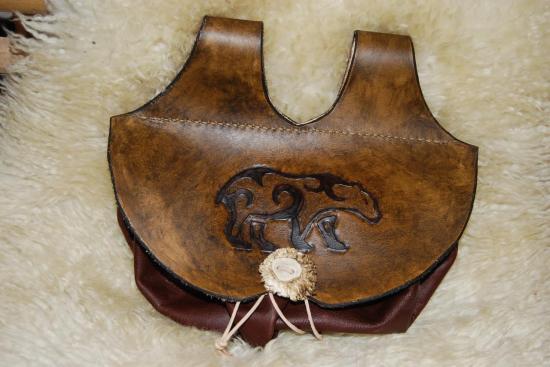 escarcelle en cuir avec ours celte